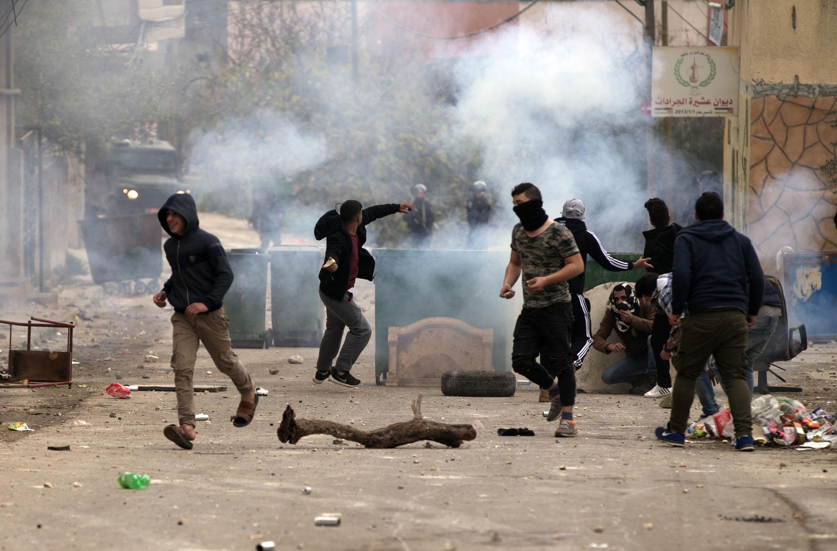 اشتباكات عنيفة بين فلسطينيين وقوات الاحتلال