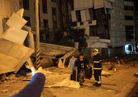 أثار مدمرة لزلزال بقوة 6.4 ضرب تايوان
