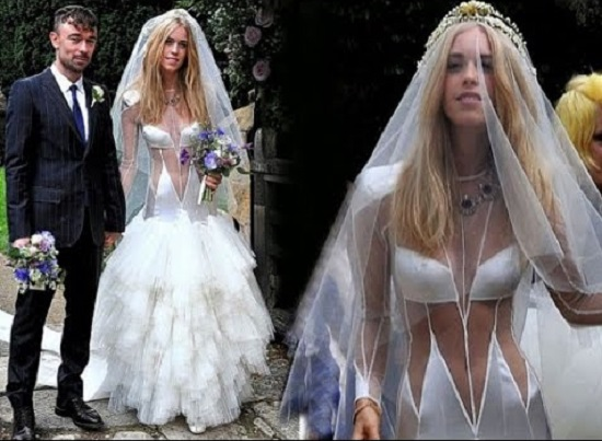 فستان زفاف مثير