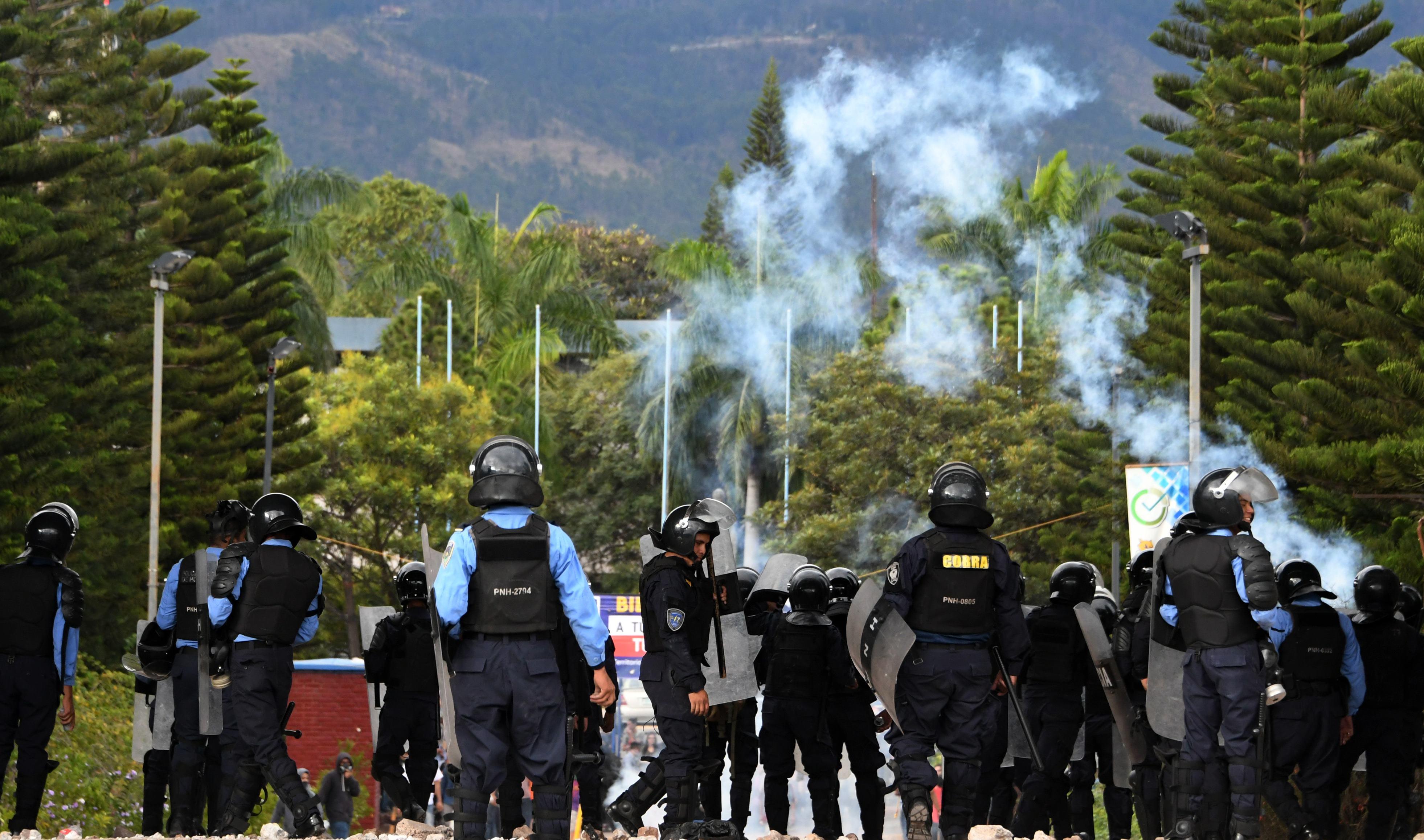 إطلاق الغاز المسيل للدموع