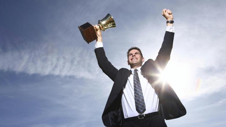 شخص يعتمد على نفسه لتحقيق النجاح