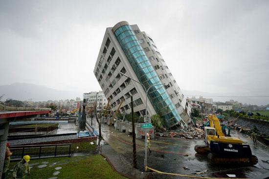 مبنى-يسقط