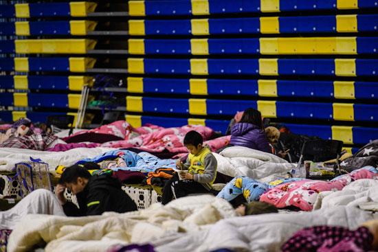 طفل-في-المخيم-بعد-الزلزال