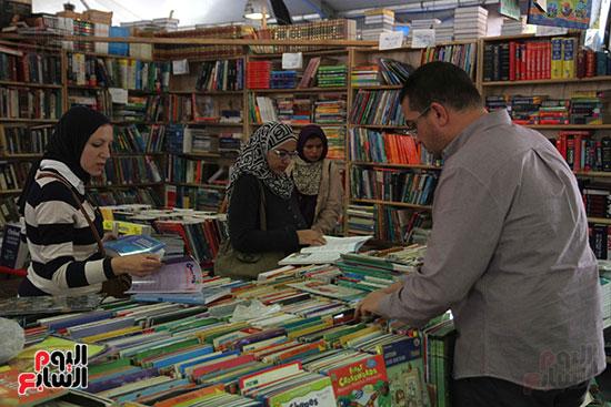 سور الأزبكية  مكان أساسى للحصول  على الكتب