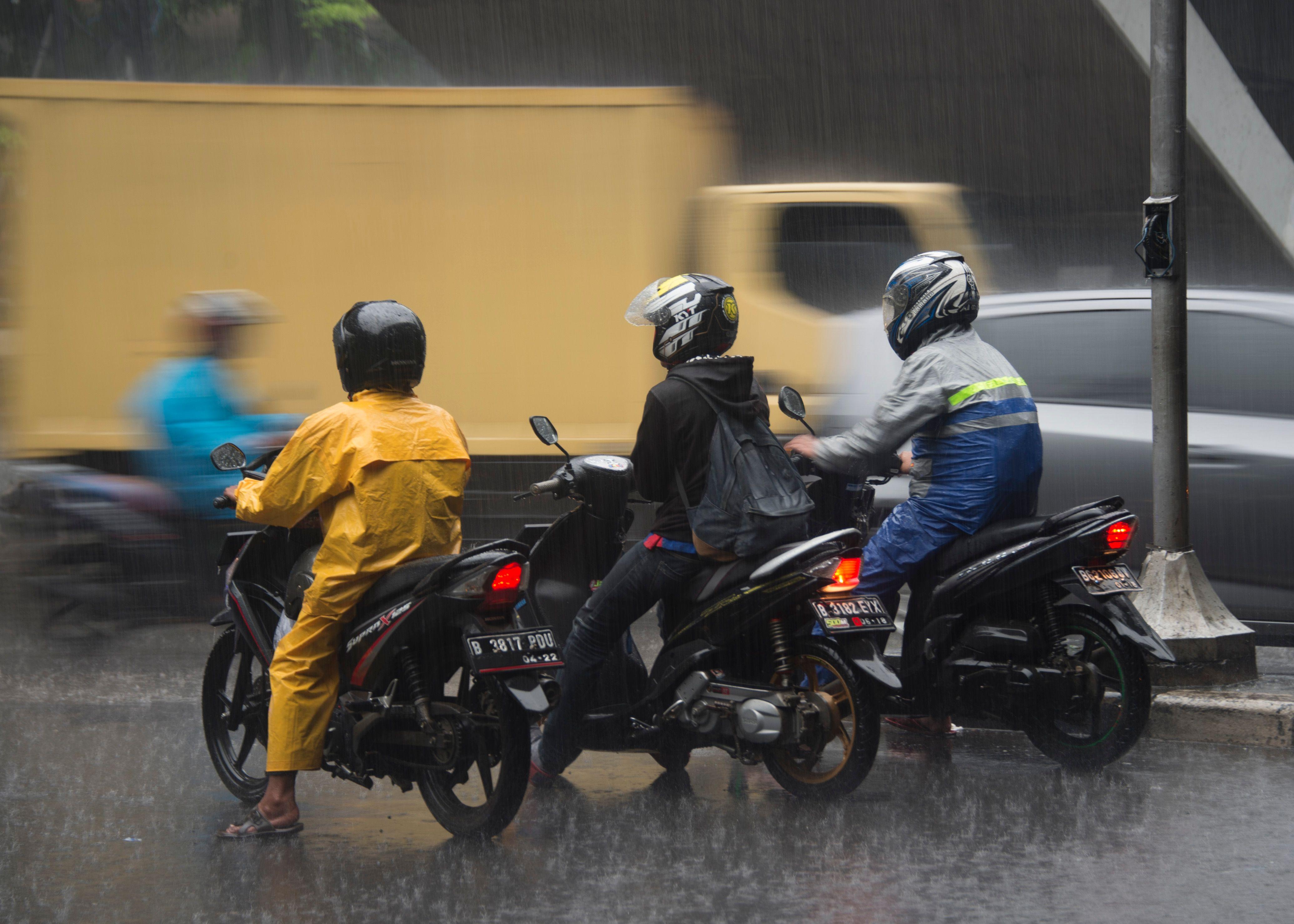هطول الأمطار