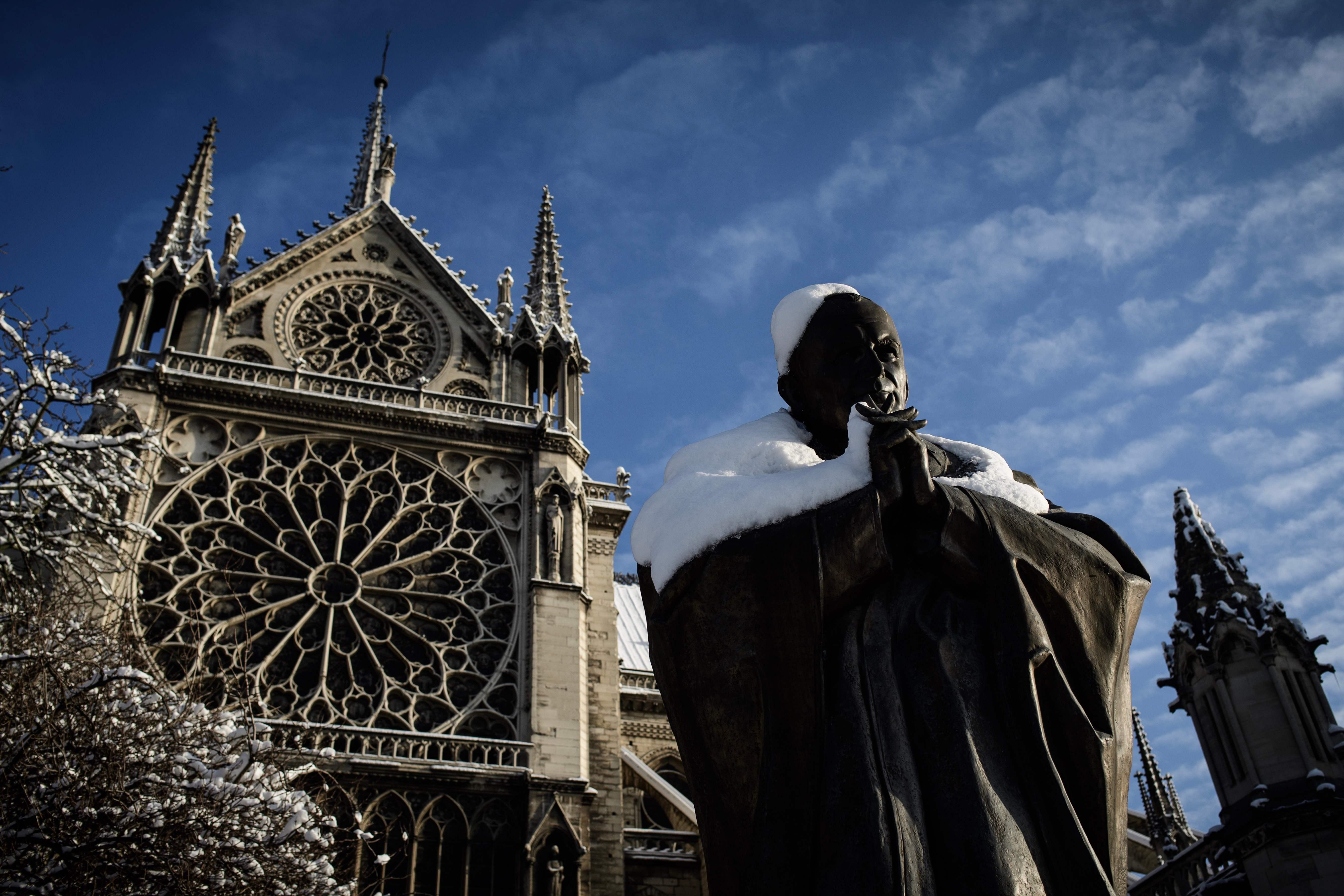 العاصفة الثلجية تنحسر فى باريس