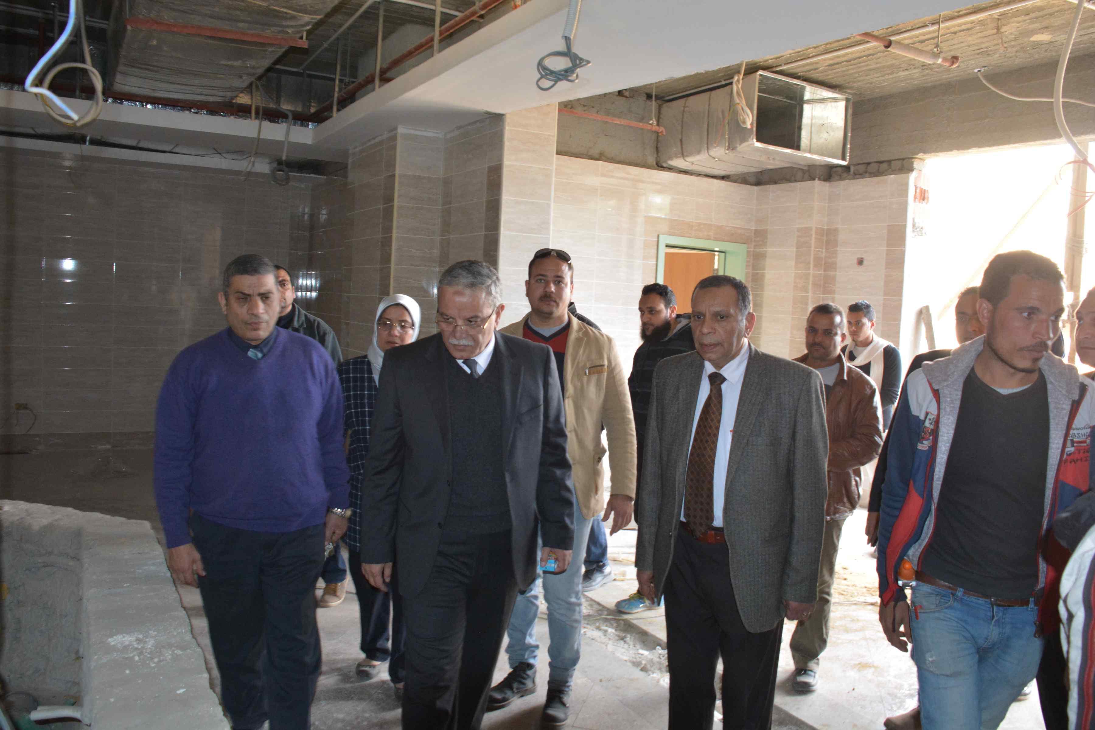 ٥ جانب من زيارة المحافظ لمستشفى ملوى