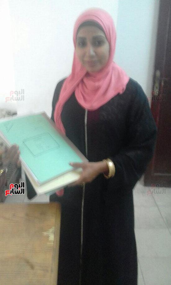 أصغر مأذونة فى مصر تتسلم مهام عملها