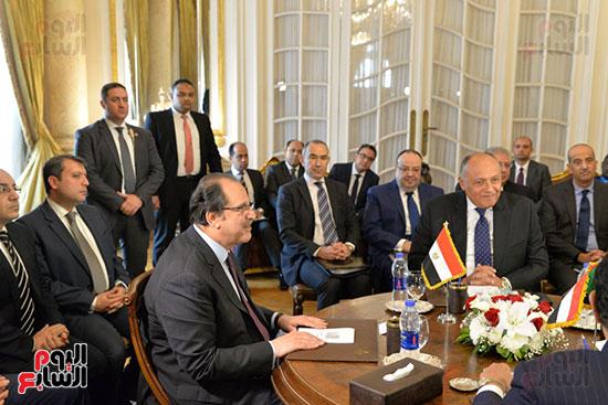 كامل وشكرى خلال اللقاء مع الوفد السودانى