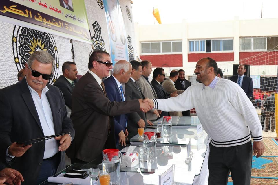 رسلان ومحافظ كفر الشيخ يكرمان المتميزين من الموظفين