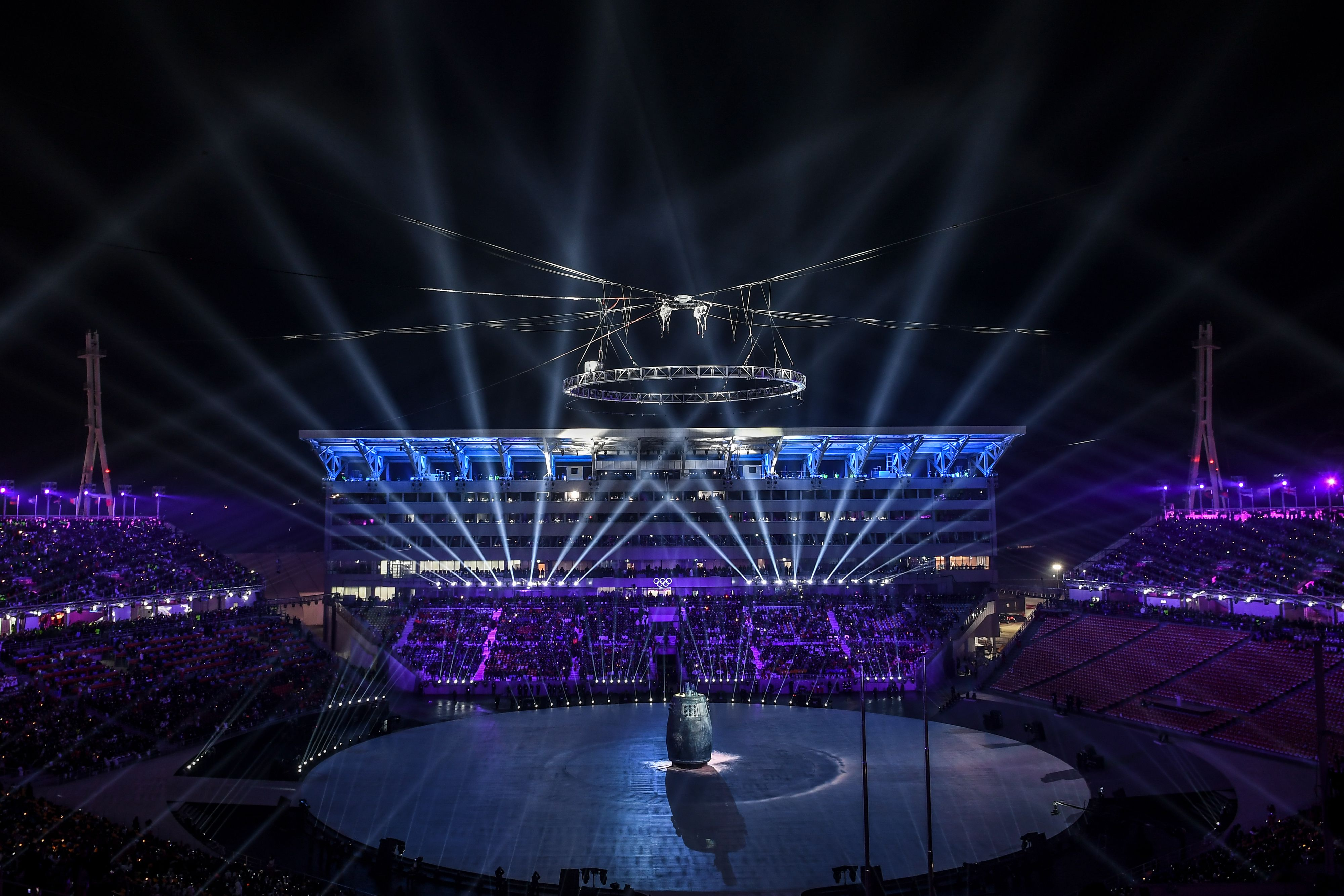 عروض ضوئية خلال افتتاح الأولمبياد