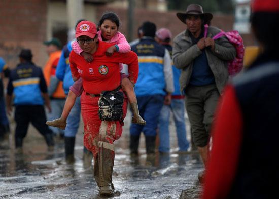 جانب من فرق الإنقاذ فى بوليفيا