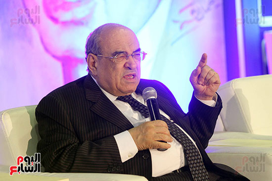 مصطفى الفقى فى ختام فعاليات اللقاء الفكرى فى معرض القاهرة الدولى للكتاب (7)