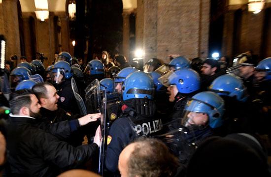 مواجهات بين الشرطة الإيطالية ومحتجين