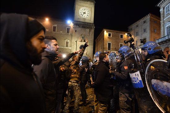 احتجاجات فى إيطاليا