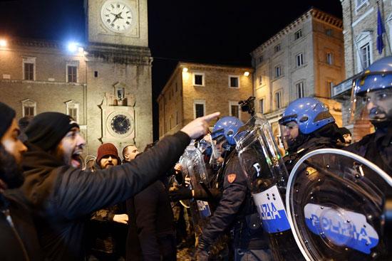 جانب من مظاهرات فى إيطاليا