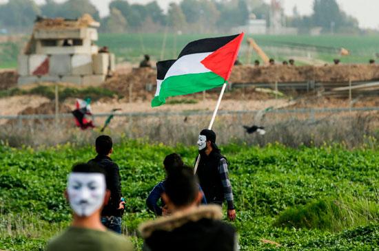 العلم الفلسطينى على الحدود