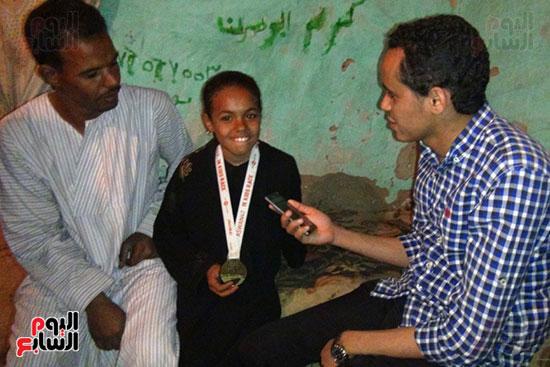 صحفى اليوم السابع مع أسرة مروة