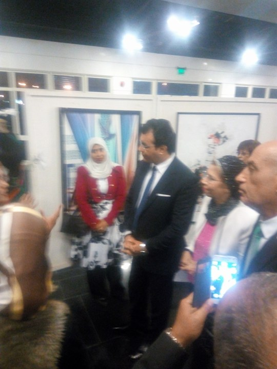 حاتم ربيع يفتتح معرض فلسطين عربية إبدية (1)