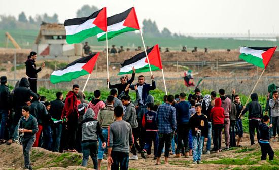 الأعلام الفلسطينية ترفرف خلال المواجهات