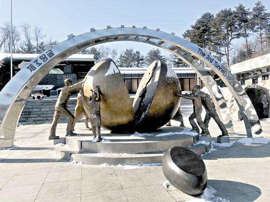 «اليوم السابع» على خط الأمل والمواجهة بين الكوريتين (2)