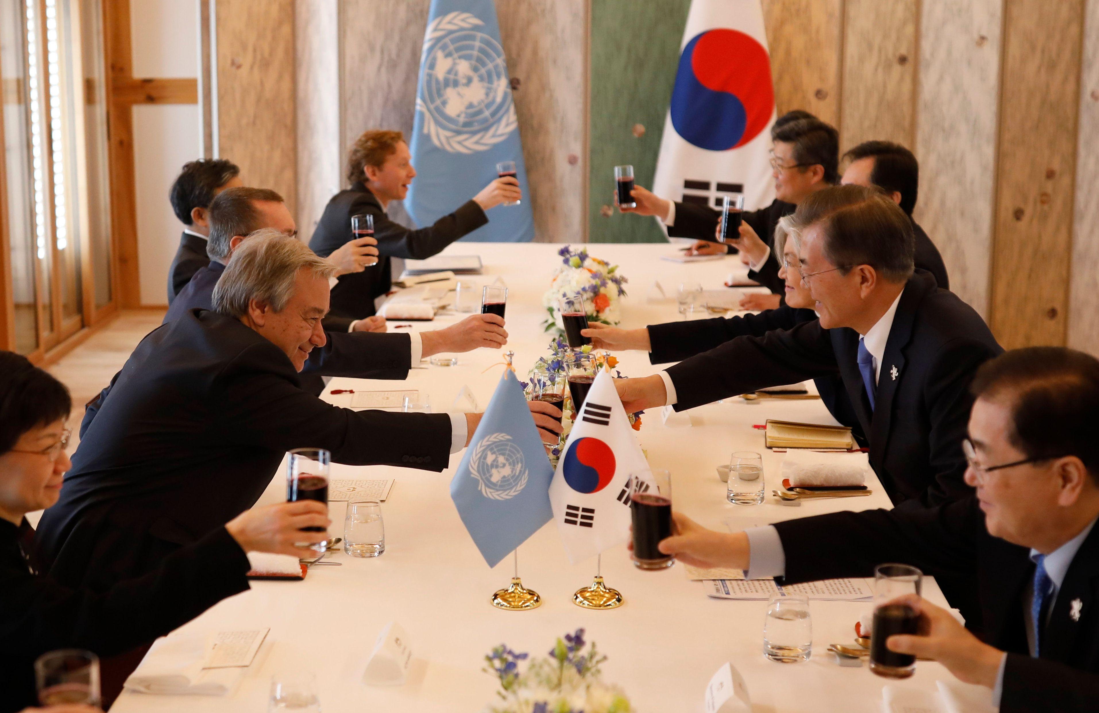 مباحثات بين الأمين العام للأمم المتحدة رئيس كوريا الجنوبية