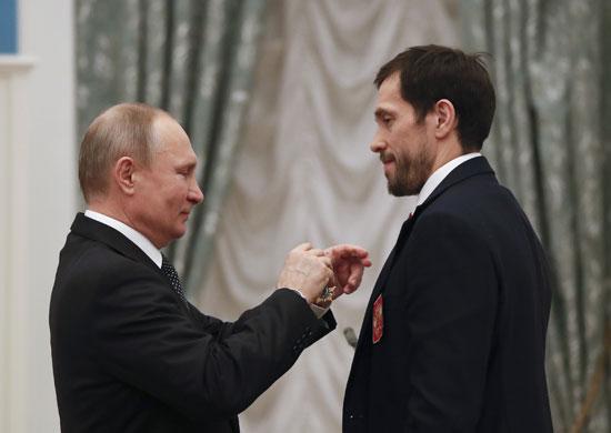 الرئيس الروسى يقلد الرياضيين وساما حكوميا