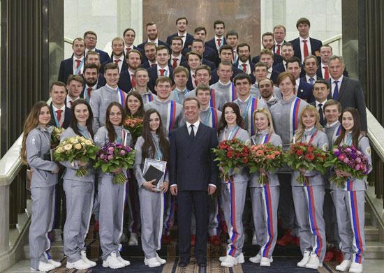 رئيس وزراء روسيا مع الرياضيين