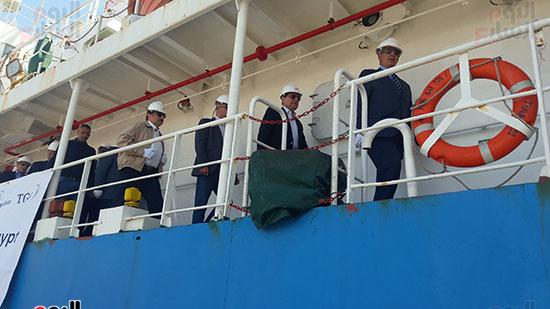 الوزير والمحافظ وقيادات البترول على  السفينة