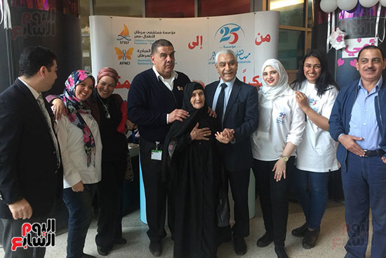 د. شريف أبو النجا يستقبل المتبرعين لمستشفى 25 يناير