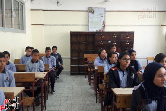 طلاب مدرسة حامد جوهر التجريبية يغنون نشيد الصاعقة بالإنجليزى (3)