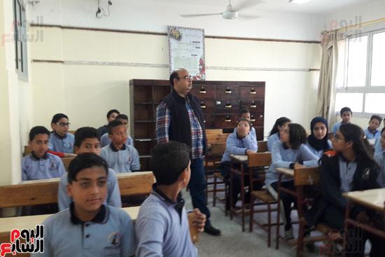 طلاب مدرسة حامد جوهر التجريبية يغنون نشيد الصاعقة بالإنجليزى (1)