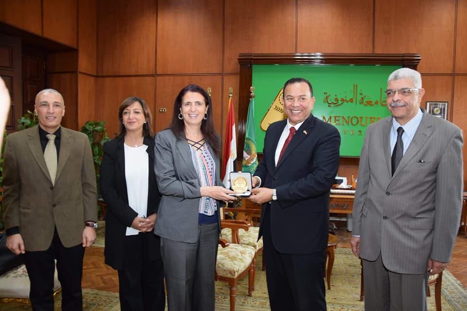 رئيس جامعة المنوفية يستقبل الوفد  (6)