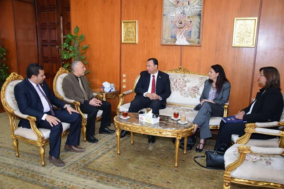 رئيس جامعة المنوفية يستقبل الوفد  (2)
