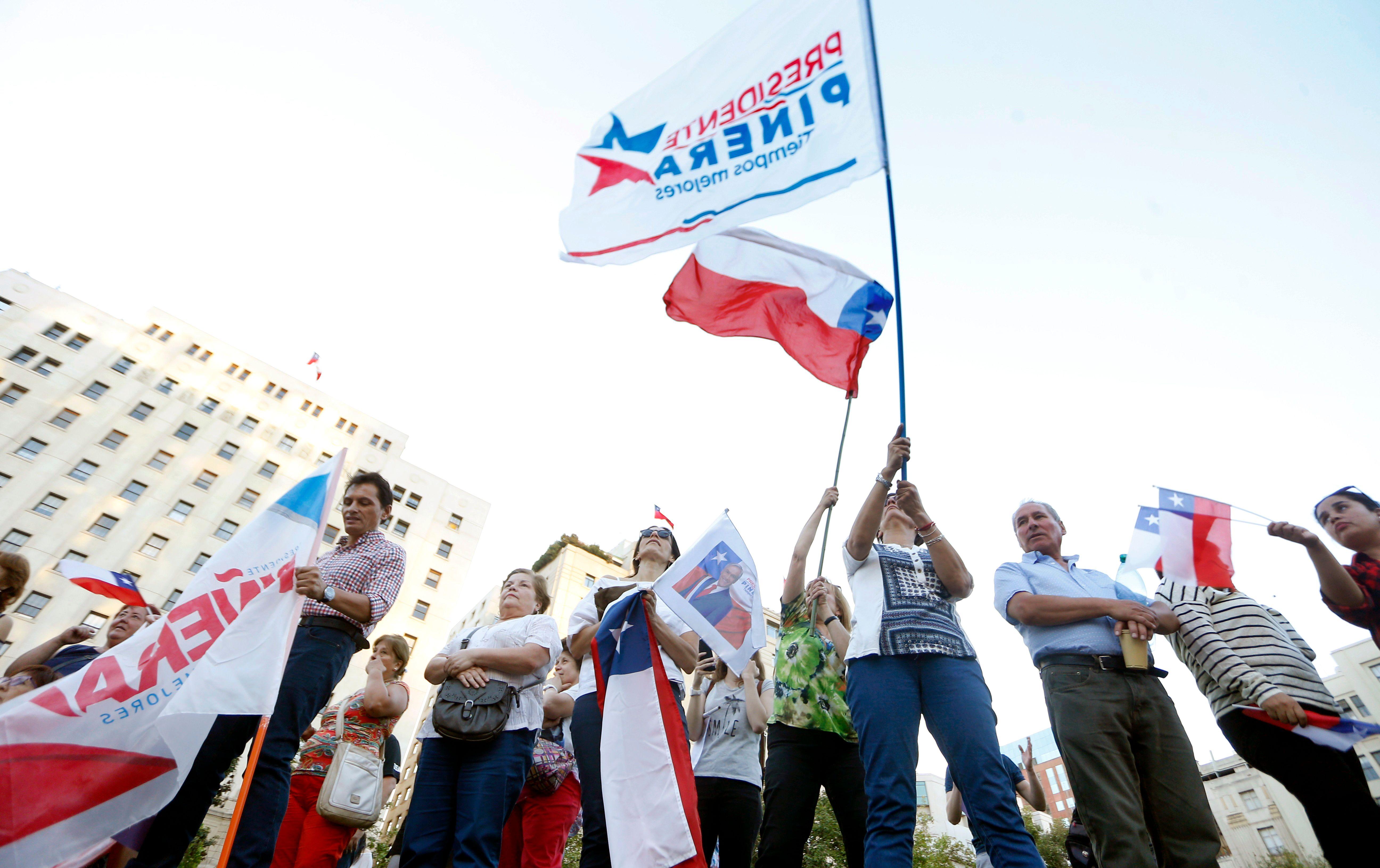 رفع أعلام تشيلي
