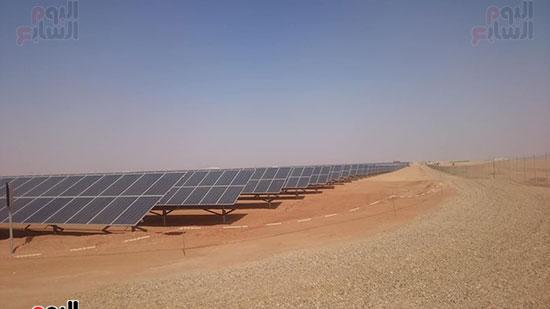 200 الف من الواح الطاقة الشمسية على مساحة 250 فدان بمحافظة اسوان