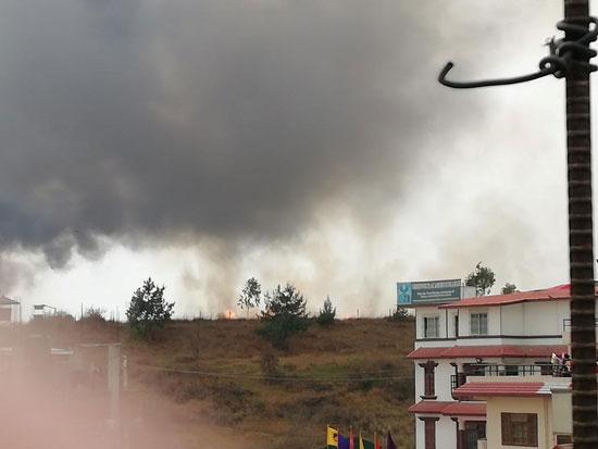 تصاعد الأدخنة جراء سقوط طائرة ركاب فى نيبال