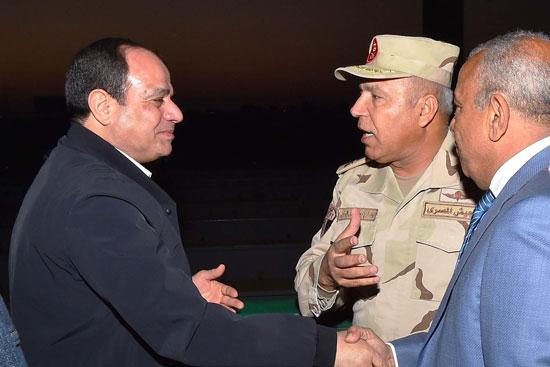 الرئيس السيسي يتفقد مشروعى محور روض الفرج ومطار سفنكس (1)