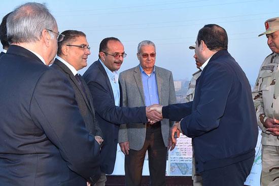 الرئيس السيسي يتفقد مشروعى محور روض الفرج ومطار سفنكس (5)