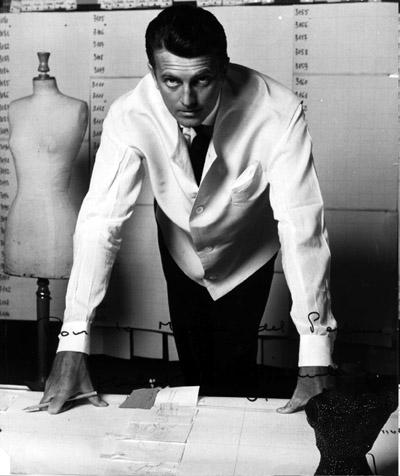 مصمم الأزياء الفرنسى جيفنشى
