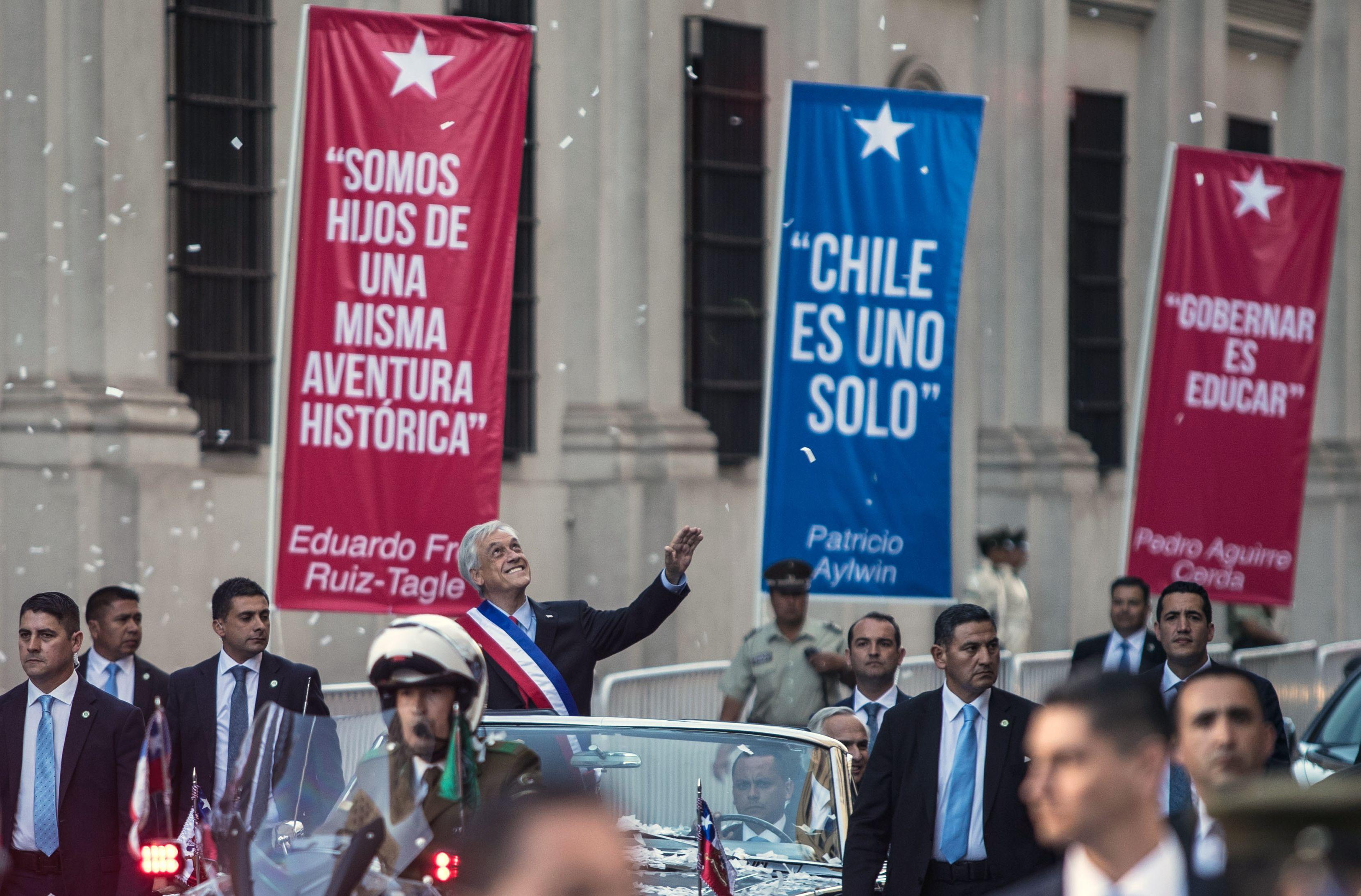الرئيس التشيلي الجديد يسير في الشارع