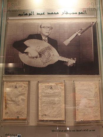 عقود-الموسيقار-عبد-الوهاب-التى-أبرمها-مع-الإذاعة-وكان-يتقاضى-عام-1945-300-جنيه