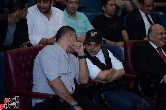 تركى آل الشيخ وعمرو دياب وهنيدى وحماقى يزورون مستشفى 57357 (7)