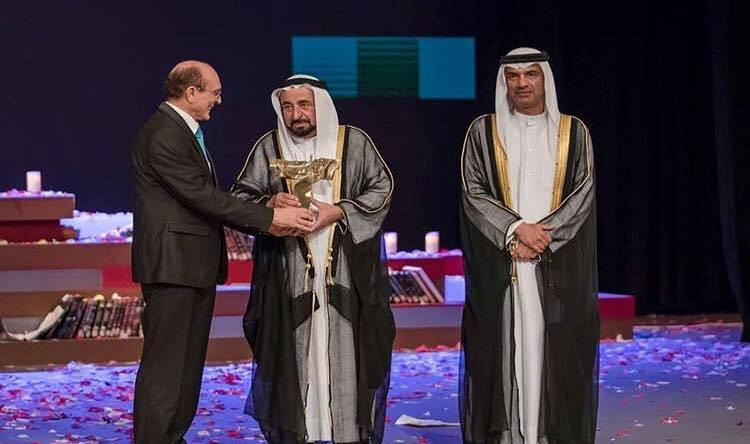 الفنان محمد صبحي يتسلم الجائزة