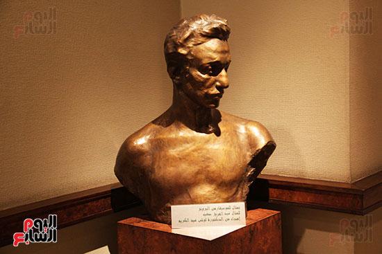 تمثال-من-البرونز-الخاص-أهدته-لمتحف-عبد-الوهاب-الدكتورة-لوتس-عبد-الكريم