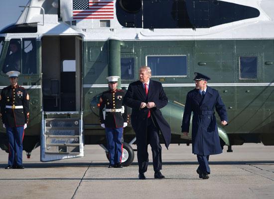 دونالد ترامب يغادر العاصمة واشنطن