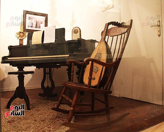 كرسيه-الهزاز-الذى-رحل-وهو-جالس-عليه-مهدى-له-من-الأمير-بدر-الدين-عبد-العزيز