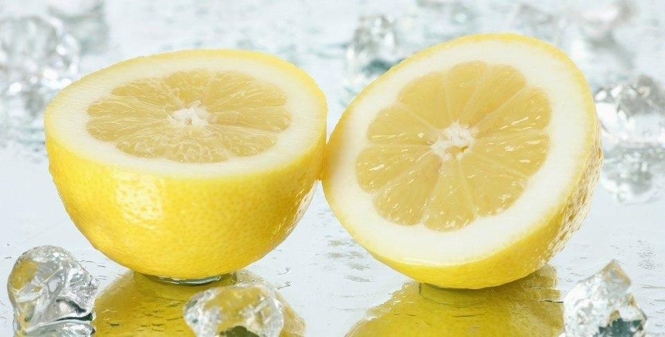 عصير الليمون لعلاج عسر الهضم عند الاطفال