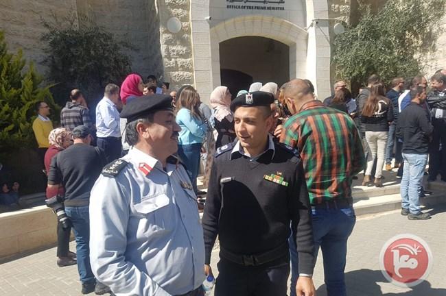 الشرطة الفلسطينية فى استقبال موكب رئيس الوزراء