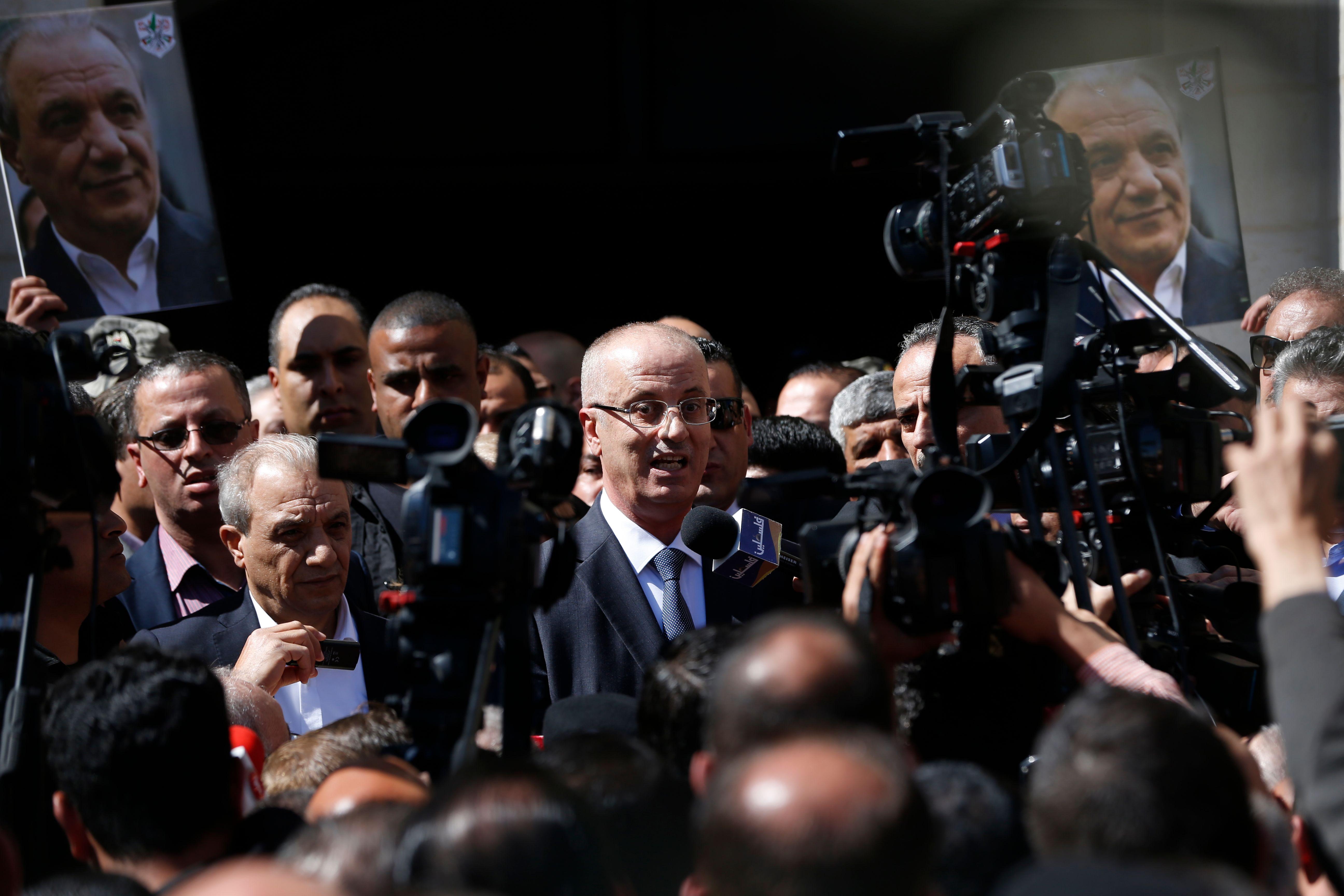 رئيس الوزراء الفلسيطنى يرحب بانصاره